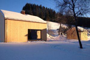 Garten des Ferienhauses am früheren Seilerhansenhofs mit Abendsonne im Winter