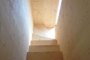 Treppenaufgang zur Galerie im Obergeschoss