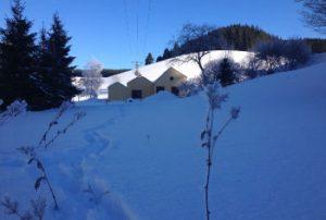 Sonniger Wintertag mit Blick auf das Ferienhaus