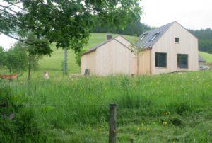 Ferienhaus am früheren Seilerhansenhof vom Bach aus