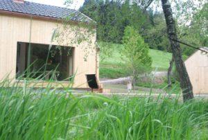 Ferienhaus im Schwarzwald am früheren Seilerhansehof, Blick vom Bach in den Garten