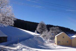 Ferienhaus im Winter, Blick auf den Eingang