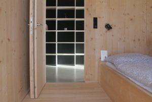 Schlafzimmerblick in den Flur